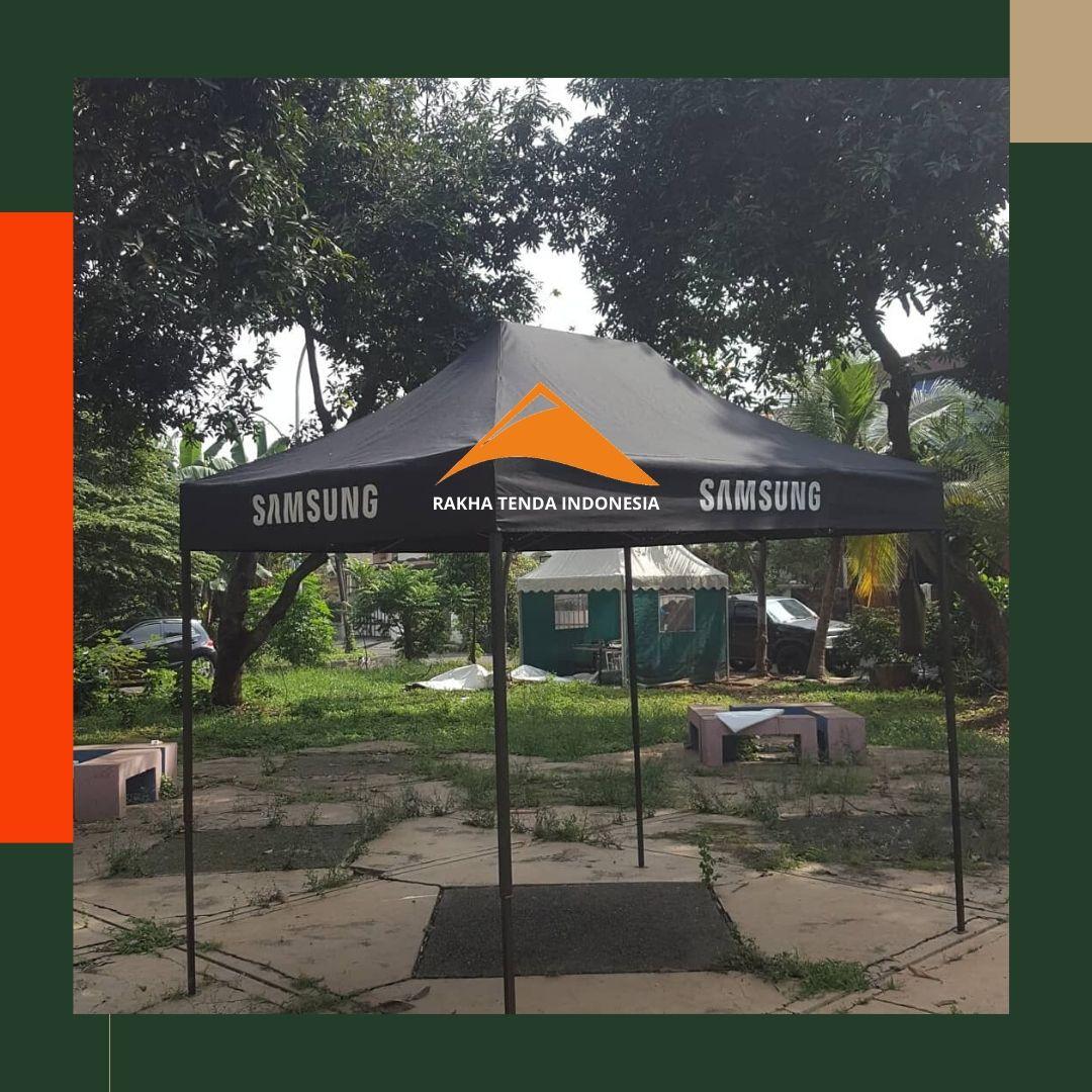 Tenda Lipat Bazar dengan Brand Merek